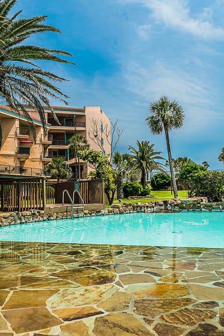 GALVESTON TEXAS VACATION RENTAL - Iseazatt View Condo Maravilla Resort Beach Pool